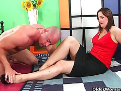 Mature soccer mom squirts her juice and unloads a cock tubes