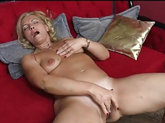 Curvy blonde milf fingers her bald pussy tubes
