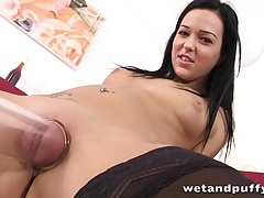 Nataly bloo pumps her pussy tubes