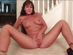 Naked mature teases you with her pretty pussy tubes