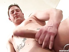 Handsome solo guy with thick body masturbates tubes
