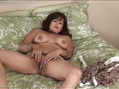 Saggy tits mature gets naked and masturbates her box tubes