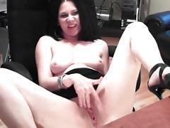Hottie in high heels masturbates on webcam tubes