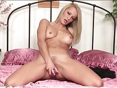 Lovely lean body on a masturbating milf chick tubes