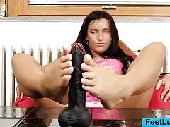 Skinny chick sharon licks her bare feet tubes