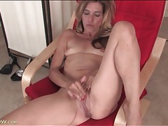 Mature with tiny titties rubs her clit furiously tubes