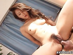 Skinny bitch rides reverse cowgirl and kisses him tubes