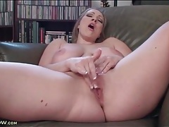 Curvy solo girl in high heels fingers her cunt tubes
