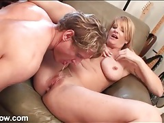 His milf booty call shows up for cunt licking tubes