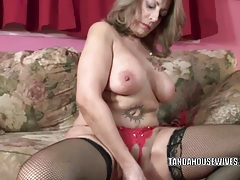 Mature slut sandie marquez stuffs her pussy with a toy tubes