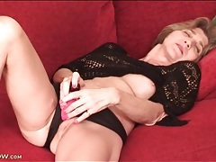 Mature model in sexy black sweater masturbates tubes