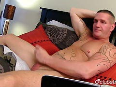 Muscular straight guy maverick masturbating tubes