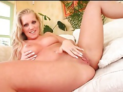 Curvy girl teases nude and sucks stiff dicks tubes
