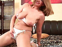 Mature mom knows how to unload a cock tubes