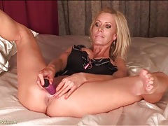 Blonde pornstar mom pamela rivett fucks a toy tubes