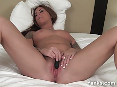 Busty babe bella masturbating her pussy tubes