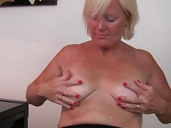 Belgium milf finger fucks her pussy after an exhausting day tubes
