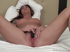 Busty babe bella masturbating her pussy tubes