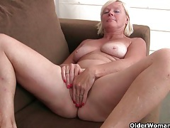 Belgium grandma loves masturbating in pantyhose tubes