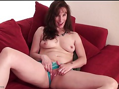 Cute milf with curves masturbates her pussy tubes