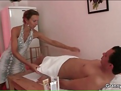 Massage from fit milf gets him a blowjob tubes