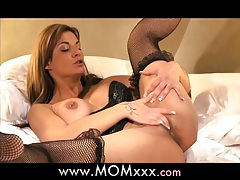 Mom mature milf shows her experience tubes