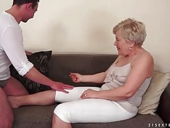 Young guy wants to eat out granny pussy tubes