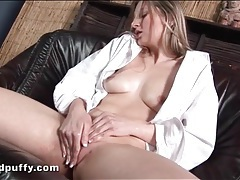 Speculum in her cunt as she takes a piss tubes