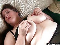 Grandma with big tits wakes up horny tubes