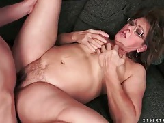 Naked mature in glasses gets fucked tubes