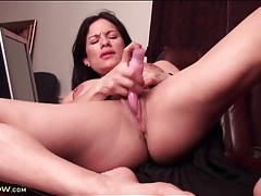 Big clit milf has sex with a pink dildo tubes