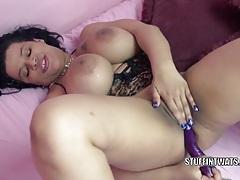 Curvy wife angel lynn fucks her latina twat with veggies tubes