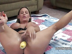 Busty housewife leeanna heart fucks her twat with squash tubes