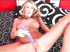 Masturbating blonde mom with big fake titties tubes