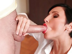 Short hair milf in sexy red lipstick sucks cock tubes