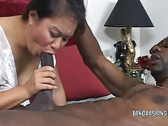 Curvy cutie kiwi ling is on her knees and sucking dick tubes