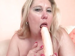 Chubby blonde mature fucks her cunt with a toy tubes