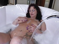 Mature in a soapy bathtub masturbates solo tubes