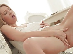Sexy big tits blonde erotically masturbates tubes
