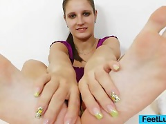 Footjob from a young brunette tubes