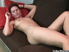 Mature mom's hairy pussy gets the finger fuck treatment tubes
