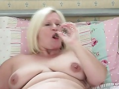 Chubby solo mom cutie masturbates in bed tubes