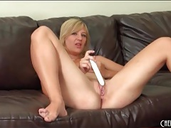 Vibrator gives sexy girl an orgasm tubes