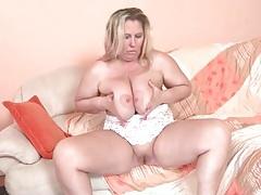 Mature bbw with large tits masturbates tubes