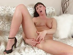 Milf in pretty pink lipstick fingers pussy tubes
