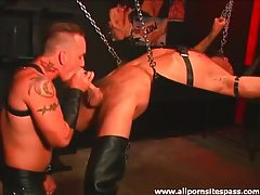 Leather guys suck and fuck in the ass tubes
