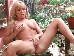 Niki lee young masturbates her pussy outdoors tubes