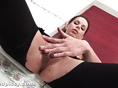 Beauty rips open her pantyhose to masturbate tubes