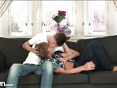 Horny twink gives a good blowjob tubes