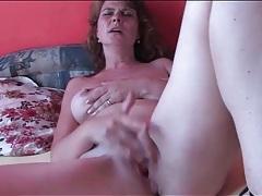 Horny mature masturbates her cunt lustily tubes